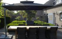 laterna-zwevende-parasol-zwart.jpg