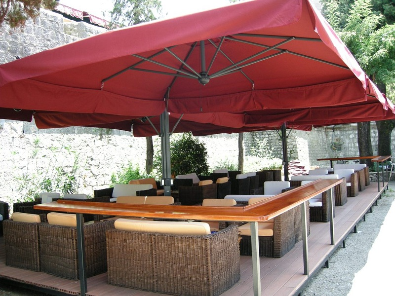 parasol g ant de terrasse alu poker scolaro quatre. Black Bedroom Furniture Sets. Home Design Ideas