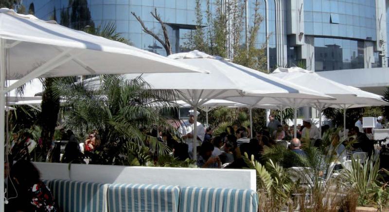 minisoco-parasol-terrasse-restaurant2.jpg