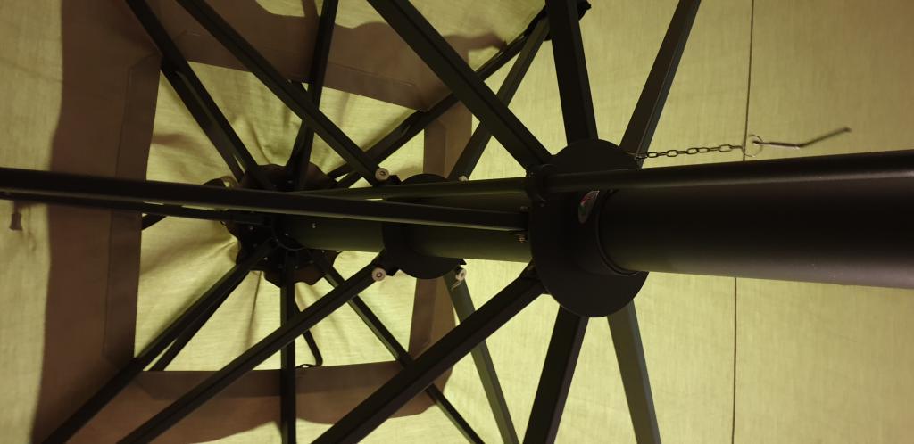 Armature de parasol très résistant au vent