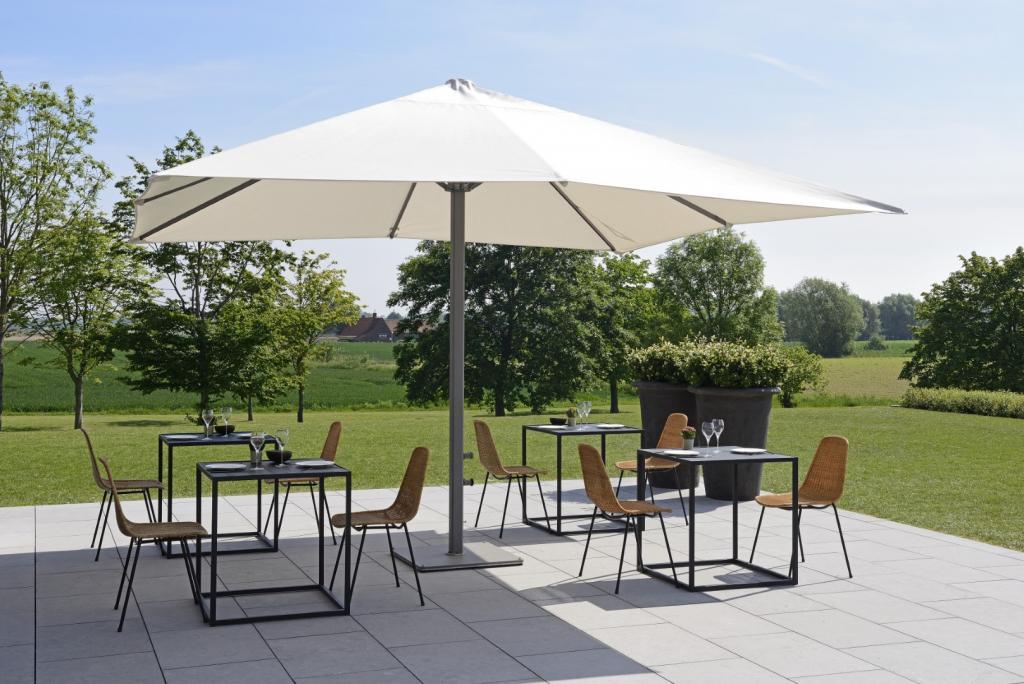 parasol design géant de 400x400cm à mat central