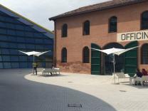 Beau petit parasol maison architecte Vela SCOLARO