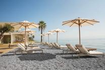 parasol bois design haut de gamme pour plage piscine restaurant
