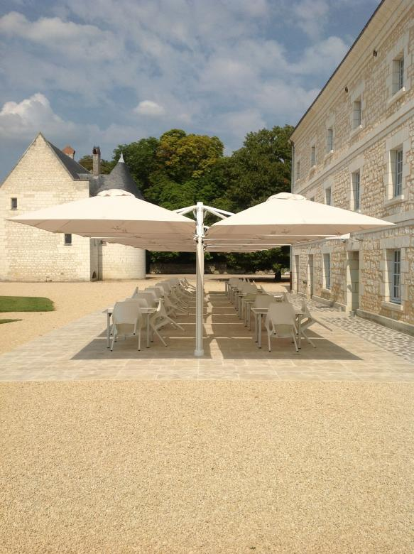 Prostor p6 chateau restaurant hotel chr eclairage chauffage lumiere grand parasol design vrijhangende parasol parasol excentre side pole umbrella