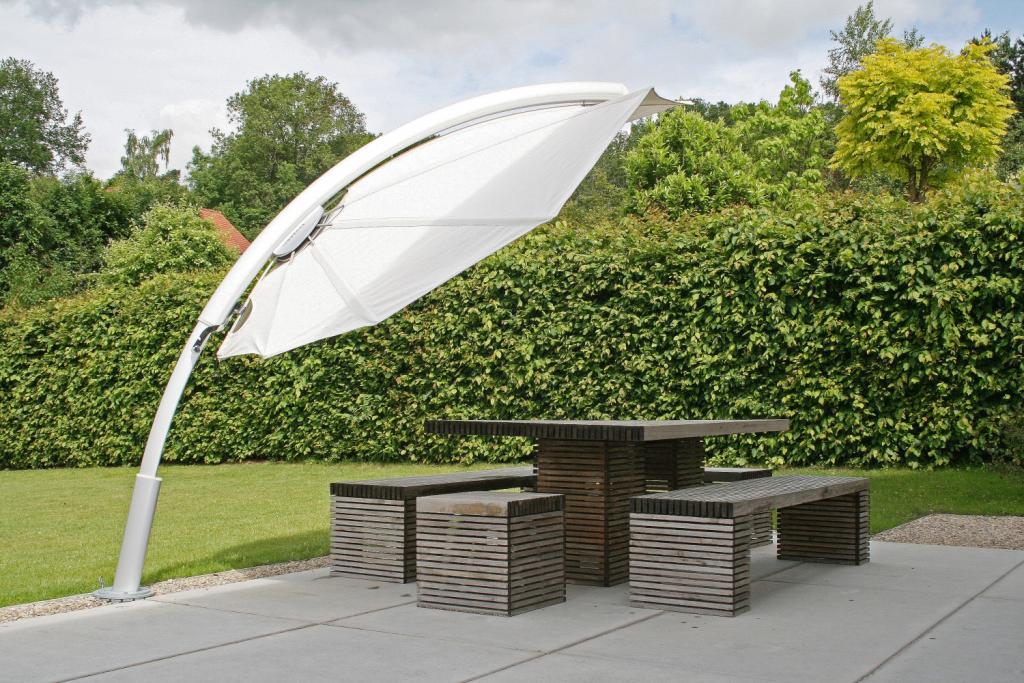 parasol terrasse maison contemporaine